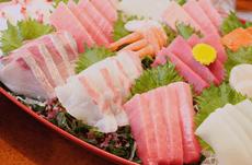 生魚を食べて食中毒…アニサキスって一体なに?