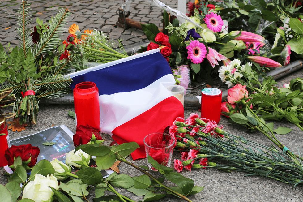 パリ同時多発テロは第1次ポストモダン世界大戦の始まり